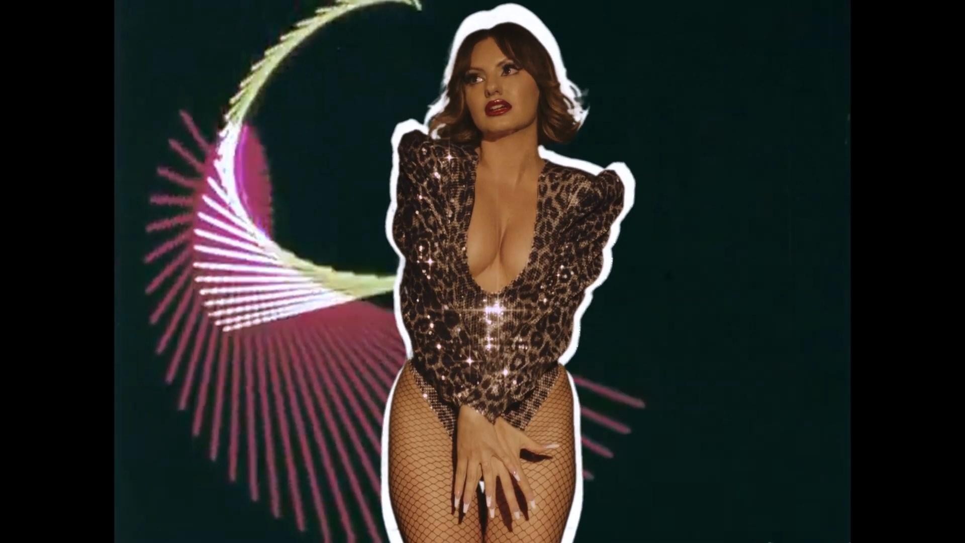 Alexandra Stan x NERVO - Come Into My World   Official Video.mp4_snapshot_01.29_[2021.07.03_03.03.00].jpg