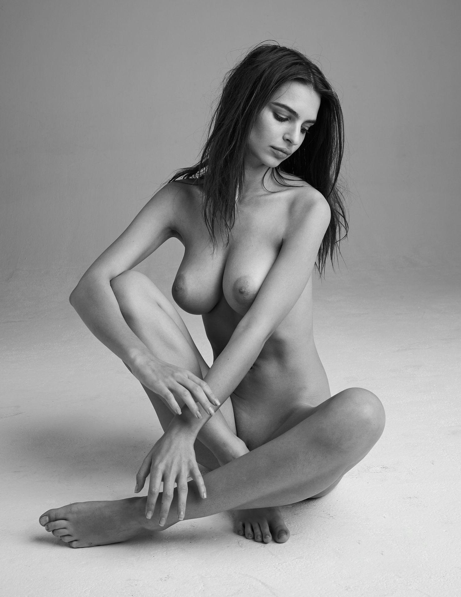 Emily-Ratajkowski-Nude-1-thefappeningblog.com_-1.jpg
