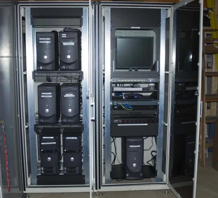 Серверные шкафы и полки