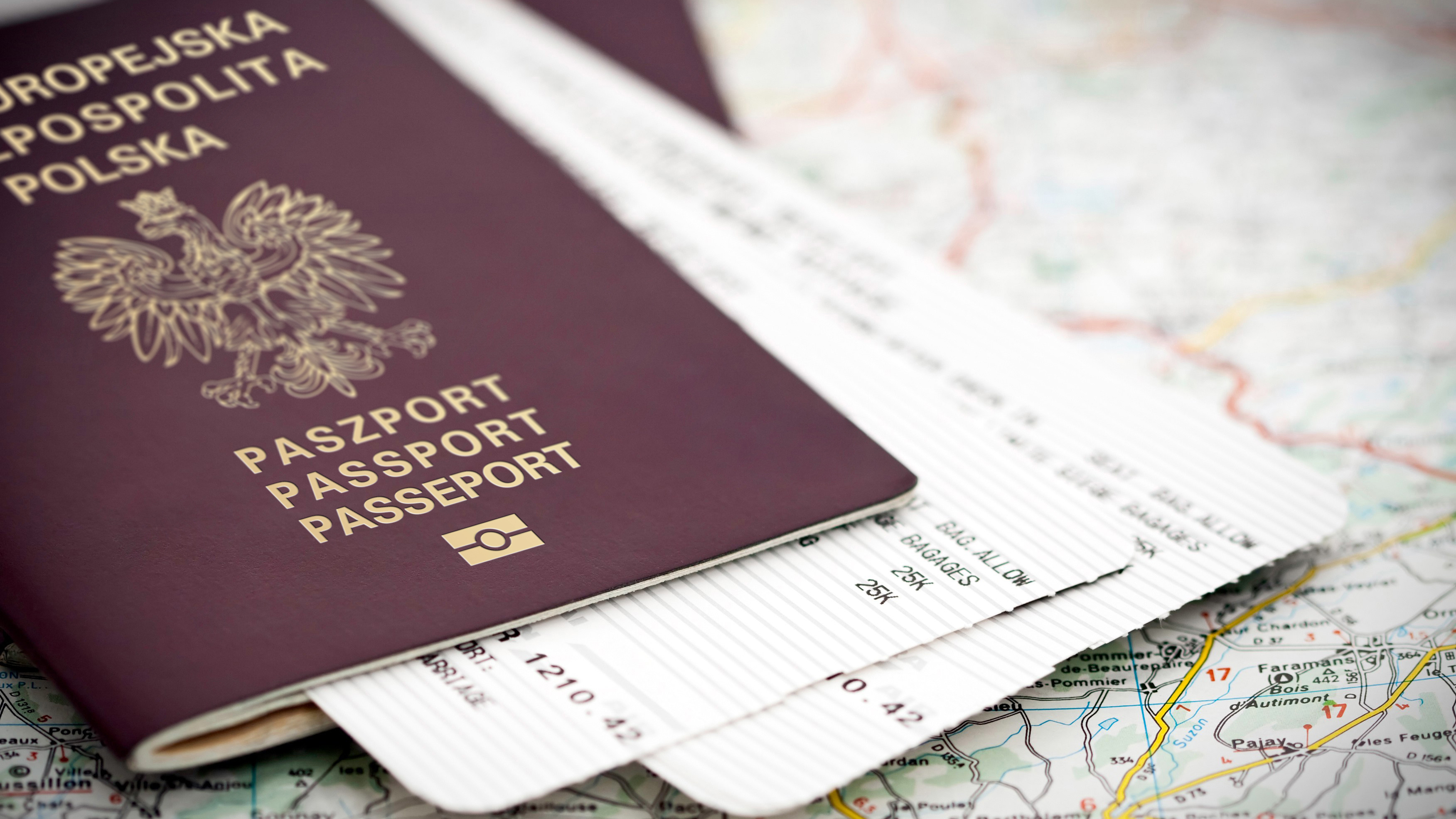 Польский паспорт, который можно получить после оформления Карты побыту в Польше